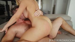 Jules Jordan – Savannah Bond Gets A Jizz Deposit In Her ASS